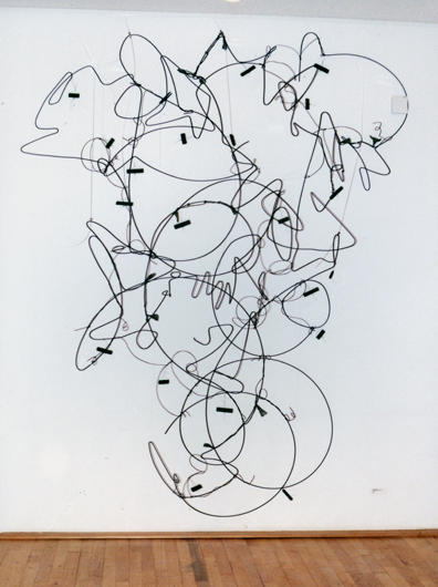 02. Hängender Garten 1998, 270 x 185 cm, Draht
